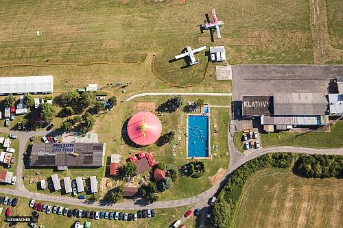 Luftansicht Skydive Pink Klatovy